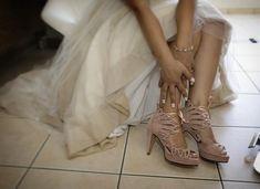 Μοντέρνα νυφικά παπούτσια σε απαλό σάπιο μήλο παραγγελία πελάτισσας μας Dusty Pink Weddings, Pink Wedding Shoes, Sneakers, Fashion, Tennis, Moda, Slippers, Fashion Styles, Dusky Pink Weddings