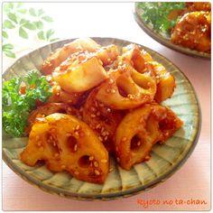 シャキシャキ食感がクセになる美味しい「れんこん料理」を作ってみませんか?晩秋から冬にかけて旬を迎えるれんこんで作る一品料理は絶品すぎて箸が止まらなくなりますよ。毎日のおかずやおつまみに美味しく使い回せる絶品れんこん料理レシピをご紹介します。 Real Food Recipes, Vegan Recipes, Cooking Recipes, Japanese Food, Chicken Wings, Tofu, Macaroni And Cheese, Food And Drink, Tasty