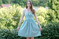 Erica from Caught on a Whim looking oh-so-lovely in her Colette Patterns Hazel Dress