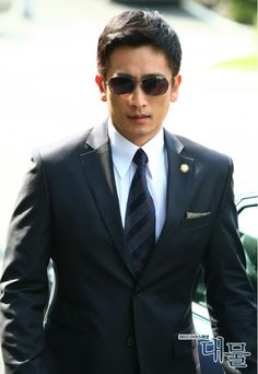cha in pyo Asian Men Fashion, Korean Street Fashion, Mens Fashion, Korean Model, Kandi, Korean Actors, Hot Guys, Mens Sunglasses, Suit Jacket