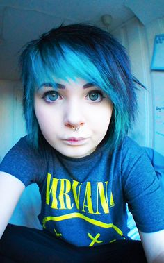 Hanna with blue hair ;3; old picture ><