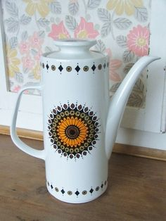 Retro Meakin Studio Coffee Pot - i don't like coffee but i love these coffee pots