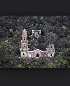 Ruinas (Ruins) de San Juan Parangaricutiro.
