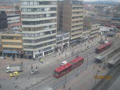 David Fernandez nos envía esta fotografía del servicio TransMilenio en el centro de Bogotá.