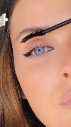 Eyebrow Makeup Tips, Eye Makeup Steps, Makeup Eye Looks, No Eyeliner Makeup, Blue Eye Makeup, Skin Makeup, Hooded Eyes Eyeliner, Eyeliner For Downturned Eyes, Grunge Eye Makeup