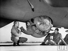 Military and Aviation — The ball turret defensive position of a Aircraft Photos, Ww2 Aircraft, Military Aircraft, Photo Avion, Gun Turret, Ww2 Planes, Nose Art, Military History, World War Two