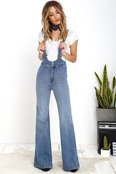Hit the road, and never look back because the Rollas Highway Medium Wash High-Waisted Denim Flare Overalls are all you'll ever need! Stretch denim overalls have a high-waisted fit, supported by crisscrossing adjustable straps with antiqued gold hardware. Flaring pant legs have a vintage-inspired silhouette. Back patch pockets with logo tag. As Seen On Natalie of @natamals!