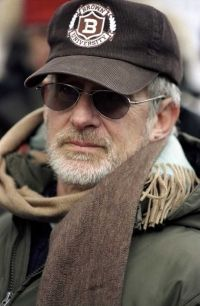 Steven Spielberg (director) in War of the Worlds - 2005 Minority Report, Schindler's List, Adventure Film, Close Encounters, Steven Spielberg, Film Director, Screenwriting, Movie Stars, Hollywood