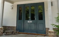 A stunning entrance door with matching sidelights