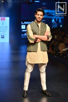 Sidharth Malhotra looked dashing in a waistcoat, beige kurta & trousers by Kunal Rawal at #LakmeFashionWeek