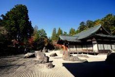 高野山とともに和歌山の絶景名所として有名なのが金剛峰寺 この金剛峰寺の庭は特におすすめなんです とても広々とした庭になっていて岩と白砂のコントラストに心落ち着くスポット 高野山に行くならぜひ金剛峰寺へもお立ち寄りくださいね tags[和歌山県]