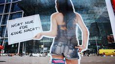 GENDER EQUALITY geplantes Gesetz gegen sexistische Werbung trifft auf viel Widerstand. Bewusstsein für Geschlechterdiskriminierung bleibt gering Wall Writing, Sentences, Equality, Germany, Gender, Thing 1, Law, Consciousness, Politics