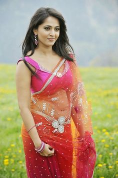 Watch South Indian Actress Anushka Shetty Hot Pics, HD Images, Cute Wallpapers, Anushka Shetty Hot Photos and read her small Biography. Hot Actresses, Beautiful Actresses, Indian Actresses, Actress Anushka, Bollywood Actress, Indian Bollywood, Tamil Actress, Hottest Models, Hottest Photos