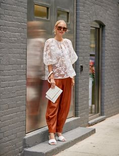 New York Street Style Spring 2020 More of Day Best Street Style Photos from New York Fashion Week Spring Models, Influencers, Editors . New York Fashion Week Street Style, Nyfw Street Style, Street Style Summer, Cool Street Fashion, Street Style Looks, Street Style Women, Style Fashion, Nyfw Style, Work Fashion