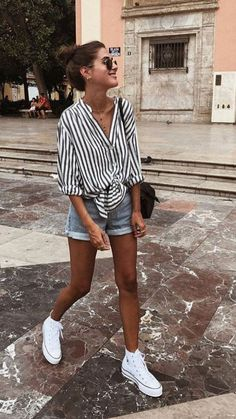 21 Easy Summer Streetwear for You to Look Fashionable Outfit Outfit Summer Outfits Women, Casual Summer Outfits, Trendy Outfits, White Short Outfits, White Shorts Outfit Summer, Plad Outfits, Striped Top Outfit, Cute Vacation Outfits, Girl Outfits