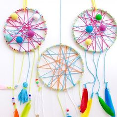 These DIY dream-catchers are (wait for it...) SO dreamy and we love that the kids can design their own! Easy tutorial from @PetitePartyStudio!