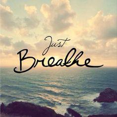 Derin bir nefes al ve uza. Nefes ver ve gevşe. Nefes al ve Yüksel. Ver nefes ve salıver. Kapa gözlerini…Bekle… Nefes al ve dol Nefes ver ve boşalt Olağan hızında bekle Al nefes ve hisse…