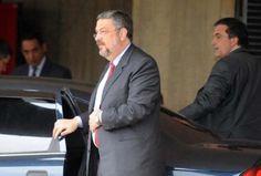 MPF pede a Moro conversão de prisão temporária de Palocci em preventiva. O Ministério Público Federal (MPF) pediu ao juiz federal Sérgio Moro que ...