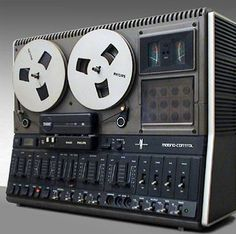 Philips reel-to-reel was versatile and featured Dynamic Noise Limiter to reduce tape noise.