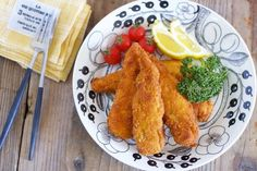 ダイエット中の方にも、運動をする方にも人気の鶏ささみ。ちなみに、100gあたりの鶏肉の部位別のカロリー/たんぱく質の量は以下の通り。ささみ→105kcal/約23g、皮つき胸肉→145kcal/約21g、皮付きもも肉→204kcal/約17g! 高たんぱく低カロリーの健康的なお肉を、パサつかせず美味しく食べるレシピを厳選してご紹介します♪