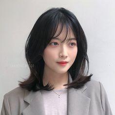 Medium Hair Styles, Curly Hair Styles, Pretty Korean Girls, Cute Outfits For School, Girl Short Hair, Stylish Hair, Love Hair, Layered Hair, Hair Beauty