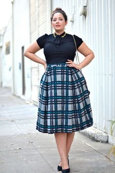 Look Amazingly Stylish In Plus Size Skirts! - Plus Size Skirts - Ideas of Plus Size Skirts - Check out Look Amazingly Trendy In Plus Measurement Skirts! Casual Work Outfits, Mode Outfits, Work Casual, Curvy Work Outfit, Curvy Outfits, Curvy Girl Fashion, Modest Fashion, Look Fashion, Classy Fashion