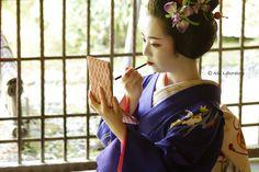 Asuka NakamuraさんはInstagramを利用しています:「先月、工房 絲さんPhoto Gardenさん主催の芸舞妓撮影会に参加させて頂きました。 舞妓さんの菊亀さん。ホントにウツクシくって。 姿だけでなく、美しい所作や佇まい 指先の動き ひとつひとつに うっとり~♪ 踊りも何曲か披露していただけ…」