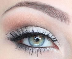 Top 7 Makeup Tips For Deep Set Eyes Eye Makeup eye makeup deep set eyes Silver Eye Makeup, Silver Eyeshadow, Eye Makeup Cut Crease, Eyeliner, Deep Set Eyes Makeup, Makeup Light, Blue Dress Makeup, Makeup For Silver Dress, Homecoming Makeup