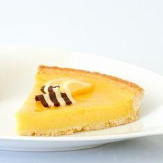 Lemon pie and cream