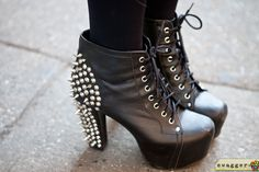 spiked/black