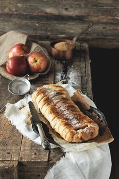 Channel of cooking, in G + Easy Pie Recipes, Veggie Recipes, Sweet Recipes, Dessert Recipes, Strudel, Food Photography Styling, Food Styling, Churros, Waffles