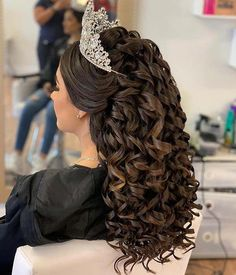20 Best Quinceanera Hairstyles for Your Big Day - We have updos, curly hairstyles and glam hair ideas with tiaras. There is a hairstyle f. Sweet 16 Hairstyles, Quince Hairstyles, Chic Hairstyles, Trending Hairstyles, Prom Hairstyles, Pretty Hairstyles, Straight Hairstyles, Braided Hairstyles, Updo Hairstyle