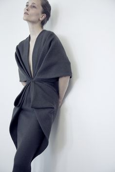 dustulator: Iekeliene Stange in Haider Ackermann for Sculptural Fashion an exhibition on Madame Gres at MoMu origami feel in clothes Fashion Details, Look Fashion, High Fashion, Womens Fashion, Fashion Tips, Fashion Trends, Female Fashion, Fashion Mask, Fashion Poses