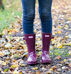 Hunter Short Dark Ruby Gloss Wellies & Jeans Outfit | Raindrops of Sapphire