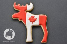 The moose cookie cutter is from IKEA. It comes in a package with squirrel, porcupine, bear and snail cookie cutters. (Christmas Sugar Cookies Present) Royal Icing Cookies, Cupcake Cookies, Cupcakes, Canada Day Party, Canada Holiday, Happy Canada Day, Cookie Designs, Cookie Ideas, Christmas Sugar Cookies