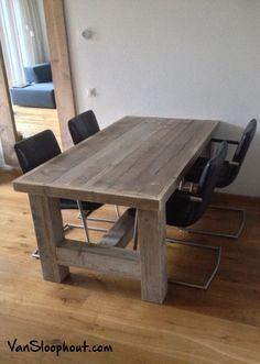 Grove tafel met een steigerhouten blad en onderstel met trekstang. Te koop bij Van Sloophout. #sloophout #sloophout #eettafel