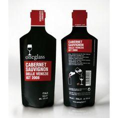 ONEGLASS ist die elegante Lösung, Wein überall zu genießen, ohne gleich eine ganze Flasche zu öffnen. Die feine Selektion der Weiß- und Rotweine wird in einer praktischen Single- Serve- Verpackung ausgeliefert. Die Füllmenge beträgt genau ein Glas.