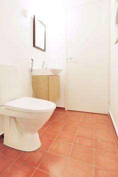 Terracottaa lattiassa #abl #abllaatat #vessa #terracotta #laatat #kylpyhuone