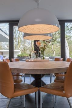 ZWAARTAFELEN I This beautiful wooden table is handmade of the finest oak with an industrial foot I www. Dining Room Inspiration, Wooden Tables, Beautiful Interiors, Living Spaces, Dining Table, House Design, Interior Design, Holland, Furniture