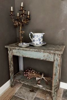 Small sidetable at Walden Woods NL