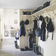 8 country-style boot room designs Design yourself a well-organised boot room with plenty of practical storage to act as a stylish transitional space for just-out-of-the-rain coats and muddy wellies Boot Room Utility, Utility Room Storage, Coat Storage, Storage Room, Storage Ideas, Porch Storage, Utility Sink, Hanging Storage, Room Organization