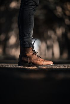 Mens Brown Boots, Brown Leather Boots, African Clothing For Men, Mens Clothing Styles, Hipster Haircuts For Men, Red Wing Boots, Mens Boots Fashion, Casual Boots, Stylish Men