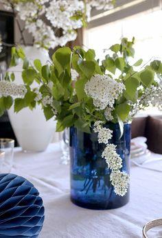 Bilderesultat for borddekking konfirmasjon blomster Constitution Day, Spring Sign, White White, More Pictures, Branches, Norway, Followers, Glass Vase, Napkins