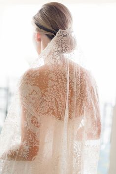 This full lace veil is delicate and ethereal
