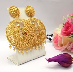 Jewellery Shops Brisbane unlike Jewellery Box Big W when Jewellery Stores Fredericton because Gold Earrings India because Jewellery Definition Gold Jhumka Earrings, Jewelry Design Earrings, Gold Earrings Designs, Gold Jewellery Design, Gold Plated Earrings, Gold Necklace, Pandora Necklace, Ear Jewelry, Necklace Ideas