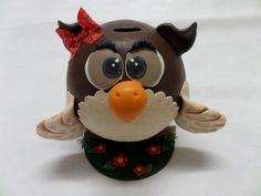 Deixe esta charmosa coruja guardar suas moedas !  A coruja é confeccionada em biscuit com estrutura interna de isopor ! R$ 45,00