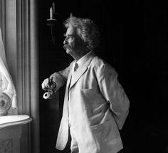 """""""Daqui a vinte anos, você não terá arrependimento das coisas que fez, mas das que deixou de fazer. Por isso, veleje longe do seu porto seguro. Pegue os ventos. Explore. Sonhe. Descubra."""" – Mark Twain"""