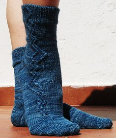 best way to spice up a stockinette sock, is to add a cable or two for interest...