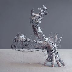 Yuichi Ikehata is a talented photographer and artist, who created realistic sculptures of human body parts using clay, wire and paper and photographs the Organic Sculpture, Human Sculpture, Abstract Sculpture, Sculpture Art, Sculptures Sur Fil, Wire Sculptures, Human Body Parts, Colossal Art, Japanese Artists