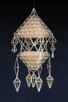 Paper Weaving, Weaving Art, Straw Decorations, Paper Chandelier, Diy And Crafts, Arts And Crafts, Handmade Ornaments, Scandinavian Christmas, Diy Projects To Try